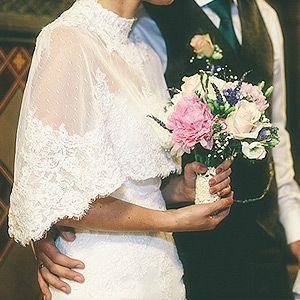 Cómo coser un cabo en un vestido de novia