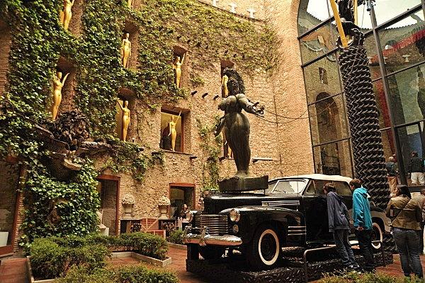 Dali museum, interior, Figueras, by Friedensreich Hundertwasser