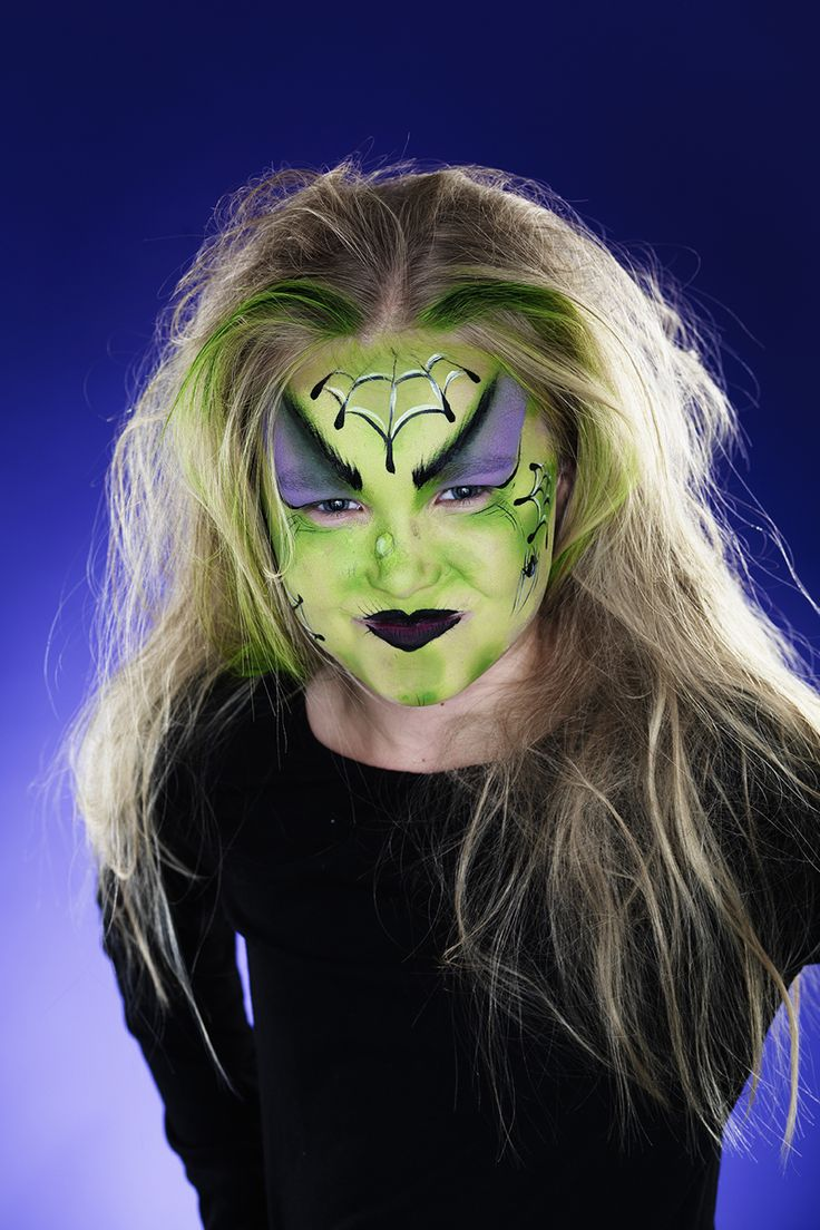 Face paint a witch for your Halloween party! www.pandurohobby.com Halloween by Panduro #DIY #face #paint #dressup #facepaint #masquerade #witch