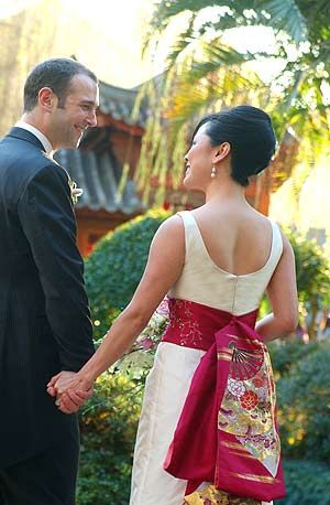 https://s-media-cache-ak0.pinimg.com/736x/28/17/3b/28173bd3dce6a8e50afdacc3cecfbe9d--asian-wedding-dress-unique-wedding-dress.jpg