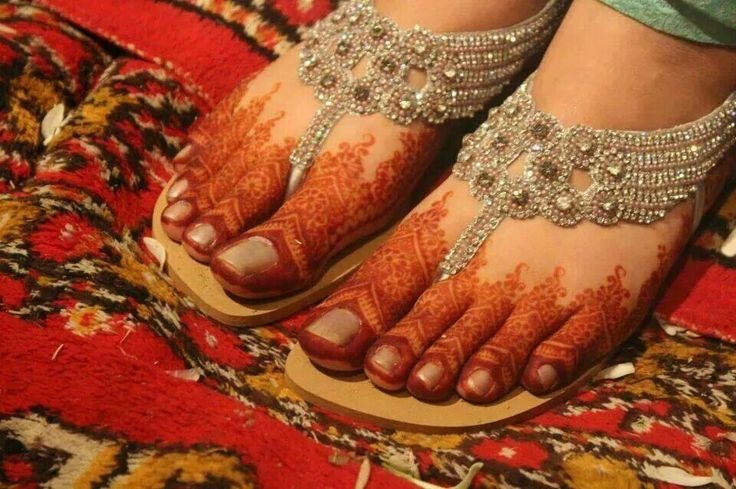 Wow Indian Wedding, Sangeet #Mehndi n Payal on feet, via @sunjayjk