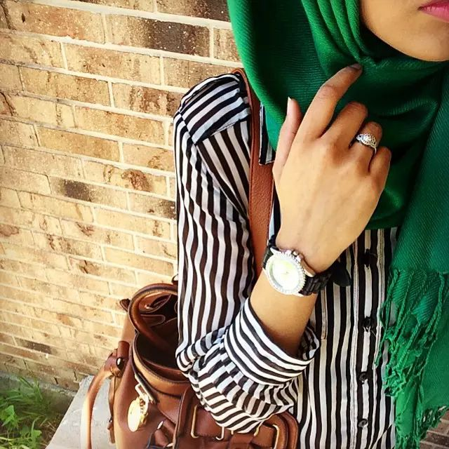 Tumblr on We Heart It. I like this because i would never had thought to mix this pattern with the green hijab. I looks great, mashAllah!