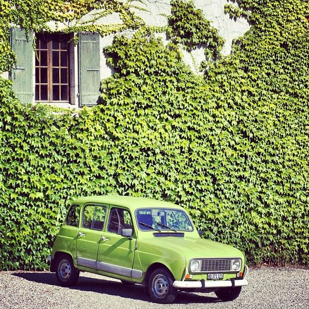 Soloparking Renault 4 in green :) by Instagram-user @whatalexloves