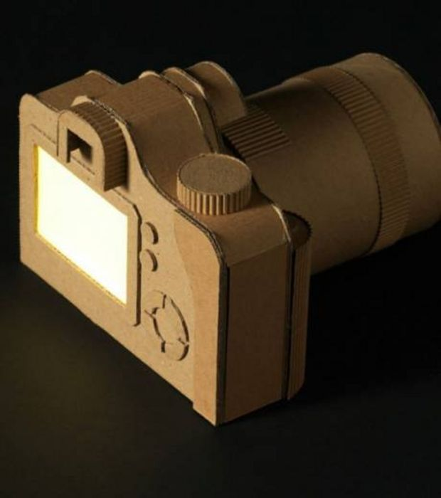 Un appareil photo réalisé en carton