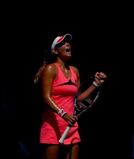 """Ein Freudenschrei: #scorpio born on my bday Nov 2 Julia Görges won+sorgte gegen die an 32 gesetzte Schweizerin Belinda Bencic für ein Ausrufezeichen http://www.bild.de/sport/mehr-sport/tennis/blitz-aus-in-australien-39395128.bild.html Die Rechtshänderin Julia Görges (26) aus Bad Oldesloe gewann mit 6:2 und 6:1: """"So ein Sieg tut immer gut, speziell in zwei Sätzen. Ich bin froh, so ein Match gespielt zu haben. Es hat gut getan, weil man weiß, wofür man es macht."""""""