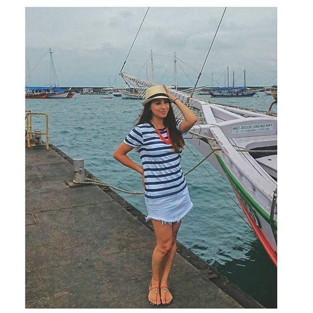 Diva que é diva está sempre na moda. O look navy está super em alta e o colar @carolgregori deixou ele muito mais charmoso. Escolha perfeita da @franmissmae para um passeio de escuna na Bahia. ⛵⚓ #elausacarolgregori #diva #moda #tendencia #verao #detalhe #maxi #vermelho #bahia #look #navy #red #fashion #trend #summer #blogger #instablogger #mom #instamoment