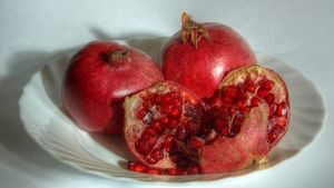 How to choose good pomegranates! Pomegranates are my favorite fruit but I can never pick the good ones!: Healthy Cooking, Healthy Skin, Benefits Of, Pomegranates Juice, Health Benefits, Pomegranates Fruit, Healthy Foodsnack, Pomegranates Seeds, Antivir Herbs