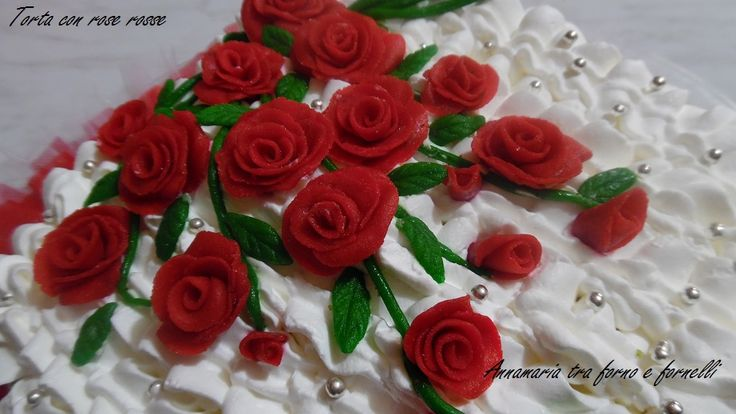 TORTA A CUORE CON ROSE ROSSE http://blog.giallozafferano.it/iannamaria/torta-cuore-con-rose-rosse/