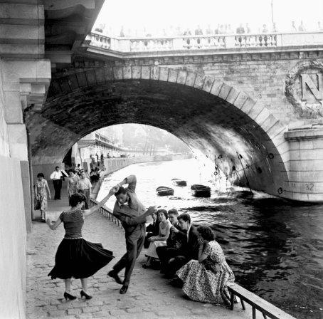 Paul Almasy photo : 'Rocknroll sur les quais de Paris'