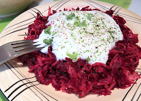 Salát zpečené červené řepy a celeru