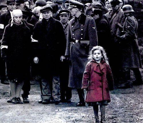 Девочка в красном пальто в фильме список шиндлера