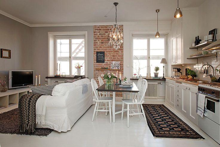 Малогабаритная квартира, Квартира, Швеция, 36 квадратных метров –      Квартира декорирована в скандинавском стиле и зонирована при помощи цвета. Зона кухни окрашена в белый цвет, гостиной – в серый, а из спальни выглядывают красочные обои.