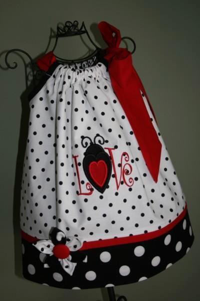 The cutest little pillowcase dress! & 108 best Pillowcase Dresses images on Pinterest   Pillowcase ... pillowsntoast.com