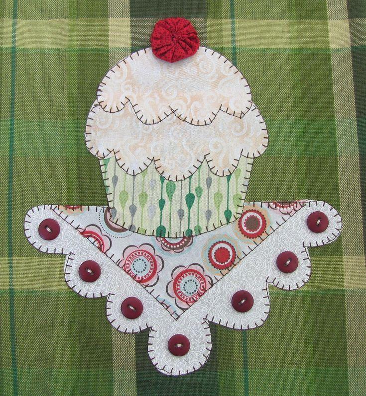 Cupcake Applique PDF Pattern for Tea Towel