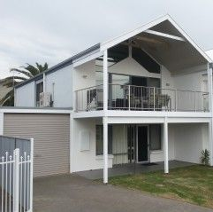 Beachcomber at Horseshoe Bay, SA. Sleeps up to 6 guests, linen/cleaning incl from $365 p/n. #petfriendly