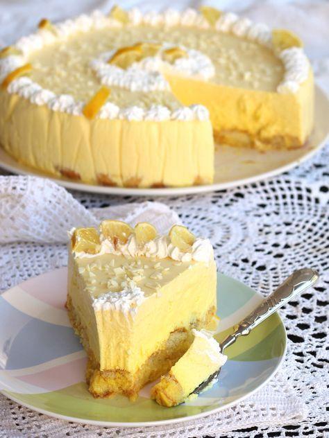 Torta bavarese al limone ricetta semifreddo cremoso e profumato che si scioglie in bocca. Un dolce senza forno che vi farà fare sempre bella figura.