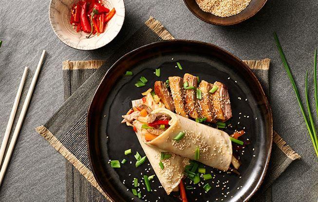 Pečená kachna v palačince na asijský způsob