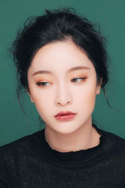 MONOCHROMATIC Makeup | monochromatic fashion | monochromes looks | monochromatic beauty | nude lipstick | brown lipstick | nude nails