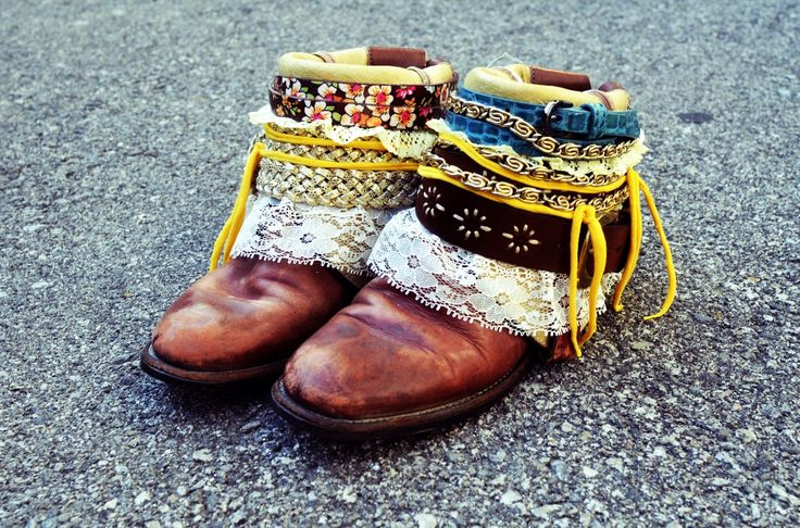 DIY Boho belted boots. These are awesome...