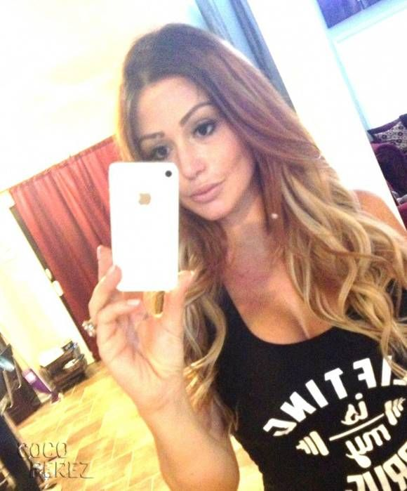 jwoww blonde hair selfie