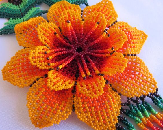 Mexican Huichol 3 Beaded Orange and Red Flowers por Aramara en Etsy