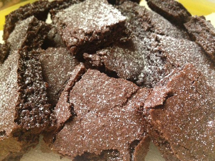 @Cookerfeed Brownies in una versione più leggera  Fantastici #brownies in una versione #light buonissimi è una vera tentazione averli sotto gli occhi!  Sono ottimi per la #prima #colazione  ma anche per una gustosa #merenda serviti vicino a una #tazza di cioccolata fumante oppure a una #pallina di #gelato