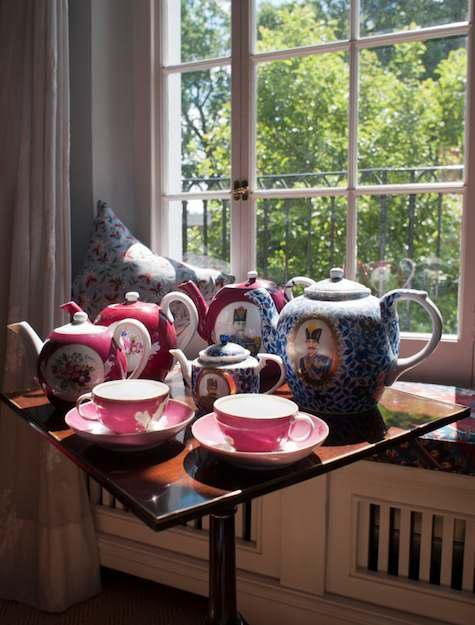 OK, love the tea pots.  Question: there are five tea pots and two cups...do the math...heehee: Teas Time, 19Th Century Teapots, Teaparti Chic, Teapots Teakettl, Persian Teas, Afternoon Teas, Cups Do, Teas Pot, Photo