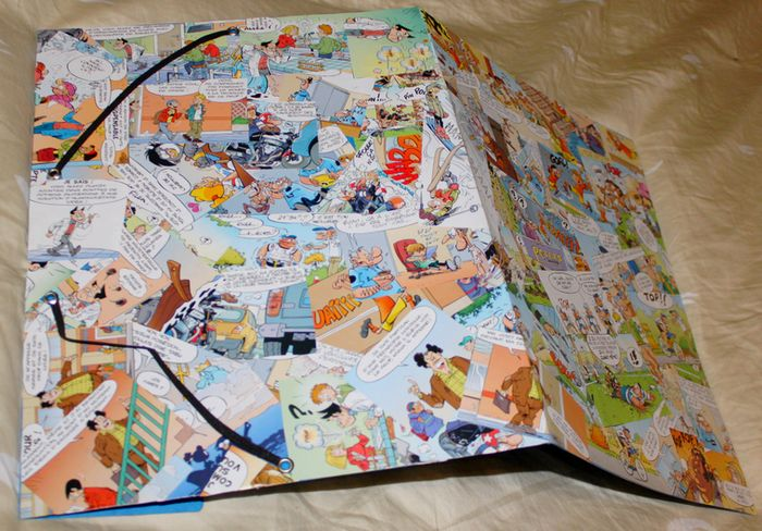 Collage de vignettes de bande dessinée (Magazine Bamboo) sur une pochette cartonnée