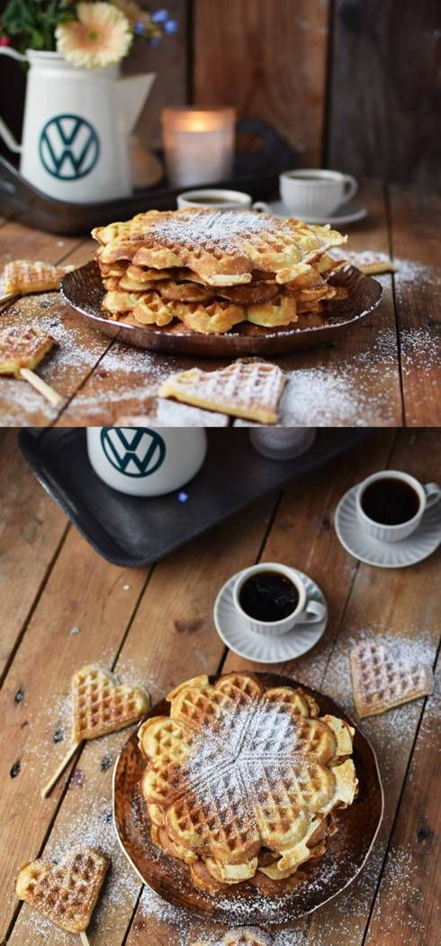 A road trip snack for travellers with a sweet tooth: cream cheese waffles on a stick. They are easy to make, crispy and just perfect. Check out even more great road trip recipes on the Volkswagen Pinterest Board. https://www.pinterest.de/volkswagen/food-bloggers-for-volkswagen/