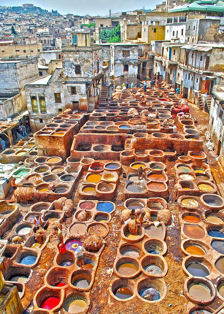 Fès, Maroc : le souk des tanneurs. Plaisir des yeux, désastre pour le nez !                                                                                                                                                      More
