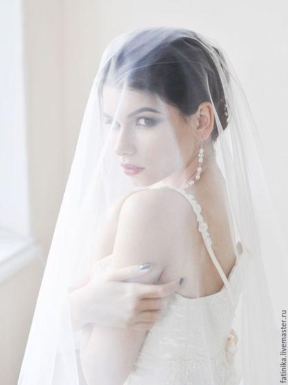 Купить или заказать Свадебная фата без кружева и отделки / фата для невесты в интернет-магазине на Ярмарке Мастеров. Фата, фата свадебная, фата невесты, свадебные украшения, украшение невесты, фата для невесты, аксессуары для невесты, свадебная фата, фата длинная, фата короткая, вуаль, фата для венчания Свадебная фата из мягкого еврофатина Свадебное фата крепится на голове шпильками или пришивается к ней гребень Диаметр фаты 1,5 м Возможные цвета: белый или молочный (айвори).