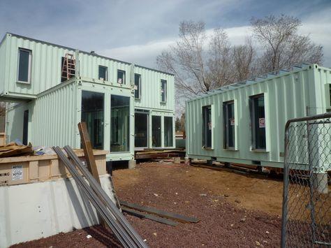 Ecosa Estudio de Diseño - Flagstaff, Arizona - Casa realizada con 6 contenedores marinos de carga. Esta casa está const...