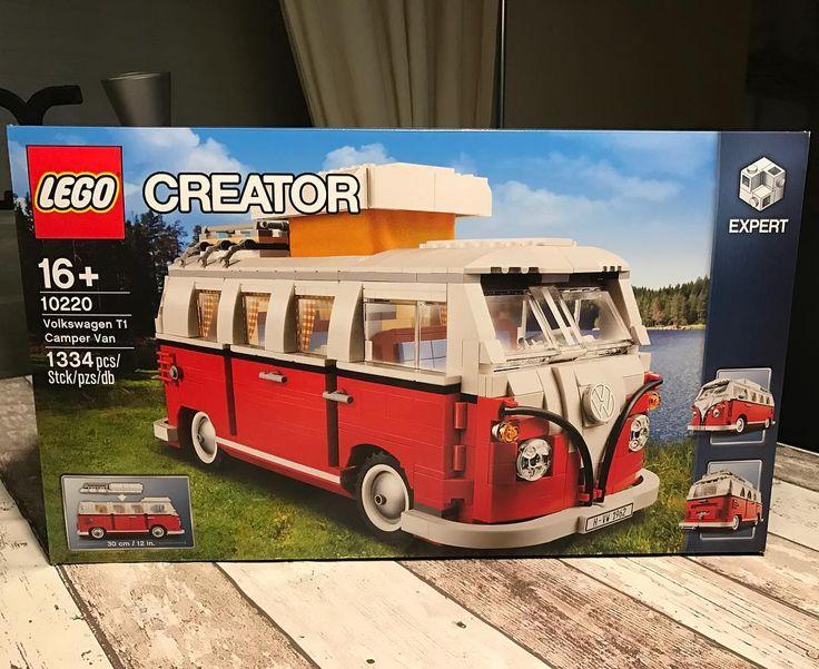 Ook grote mensen (Nou ja groot) kunnen met #Lego spelen.  Ik ga een paar uurtjes bouwen aan mijn #VolkswagenT1!!! #LegoCreator