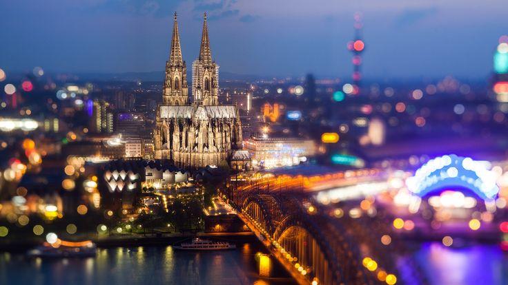 A Catedral de Colônia ou Colónia, localizada na cidade alemã de Colônia, é uma igreja de estilo gótico, o marco principal da cidade e seu símbolo não-oficial. É a terceira igreja mais alta do mundo é patrimônio da humanidade