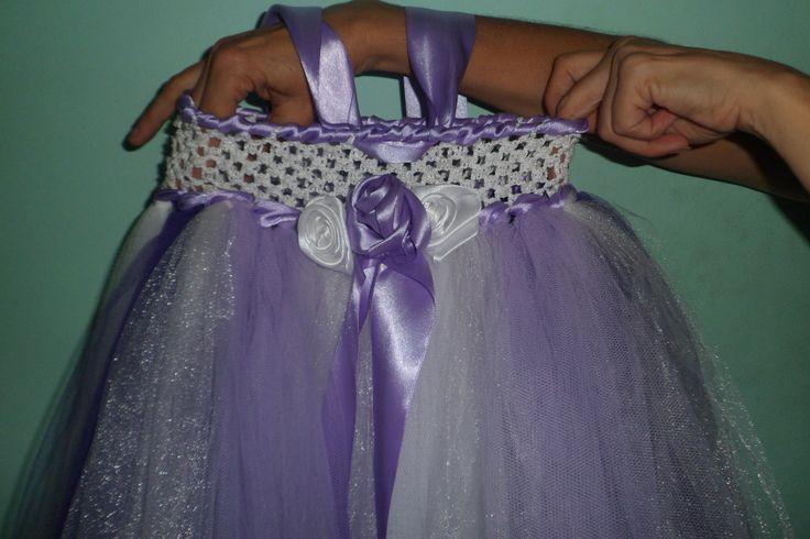 vestido de Luciana para el año(tutu con tul use el velo de novia de mi hija para darle mas brillo sujetado en el cuello y  al frentecon rosas en saten