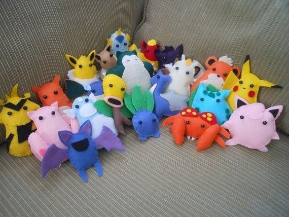 Fieltro de Pokemon tiene: hecho por encargo por chibiwings en Etsy