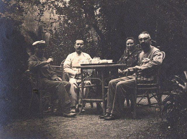 Life in Dutch East Indies (Indonesia) before independence (professor Deninger, posthouder Bernhard, zendeling Schut met echtgenote).