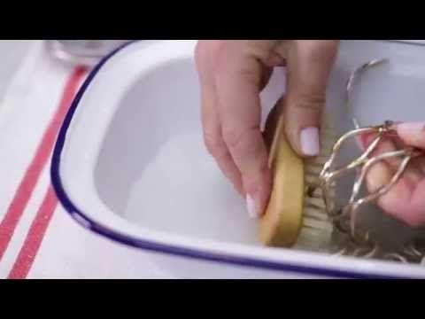 Come pulire i gioielli in oro e in argento - YouTube