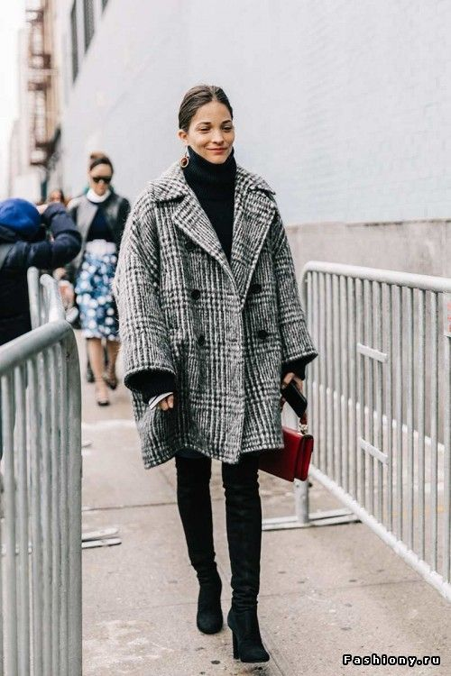 Dogtooth check women's coat in grey, matched with a red shoulder bag and black skinny jeans is the perfect outfit for this winter 2017