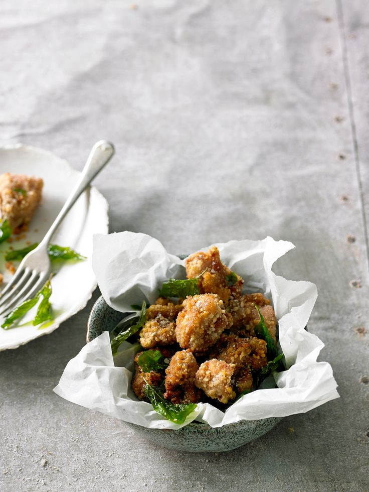 Taiwanese Popcorn chicken with basil (I freaking LOOOVE these chicken.  so tasty..)