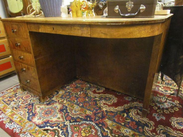 Skrivbord, hylla på baksidan, längd: 125, djup: 72, höjd: 75