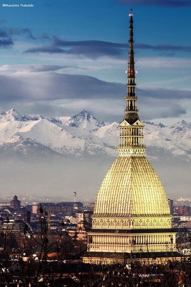 TORINO Mole Antoneliana - Non tutti sanno che con i suoi 168 m. di altezza la ns. Mole è il più alto monumento in muratura al mondo. Bellissima, con lo sfondo dei monti che la incorniciano