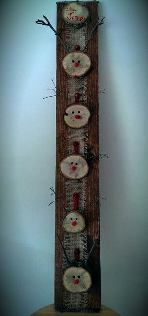 Circles of wood decorated as reindeer faces.   Add names to personalize. Could use same idea to make snowmen!