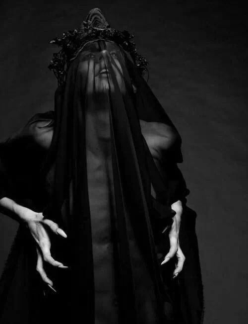 Dark Art / Photography / Headpiece / Hood / Creepy // ♥ More at: https://www.pinterest.com/lDarkWonderland/