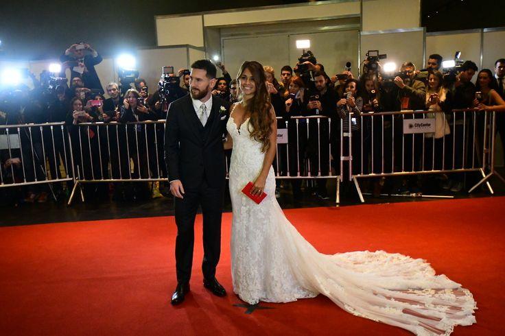 Casamiento de Lionel Messi en Rosario, Santa Fe, Argentina (30/06/2017). Antonella Rocuzza, con espectacular diseño de Rosa Clará.