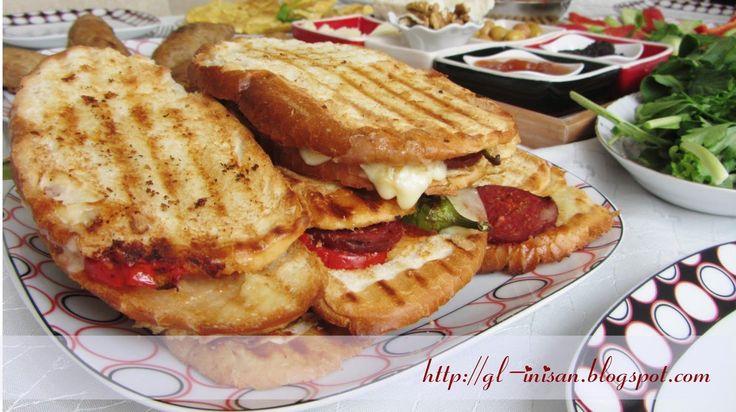 """O kadar büyük bir ilgi ile karşılandı ki ayvalık Tostu… Aslında bu kadar meşhur olması beni de şaşırttı. Arkadaşlarım okulda """"O neydi Gül Seda?öldük burada. Karnım da nasıl aç nasıl"""" gibi tepkilerle karşıladılar beni. Çok basit ama yine de tarifini vermek istiyorum. Malzemeler Ayvalık tost ekmeği Sucuk Kaşar Yeşil biber …"""