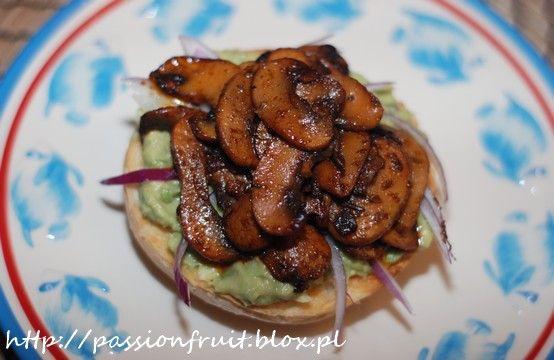 Avaocado and Taco Mushroom Toasts. Grzanki z avocado i meksykańskimi pieczarkami