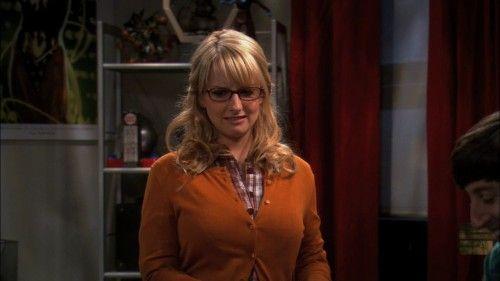 Bernadettes orange cardigan on The Big Bang Theory