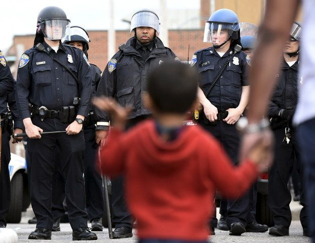 28 Moments That Show Another Side Of The Baltimore Riots - BuzzFeed News