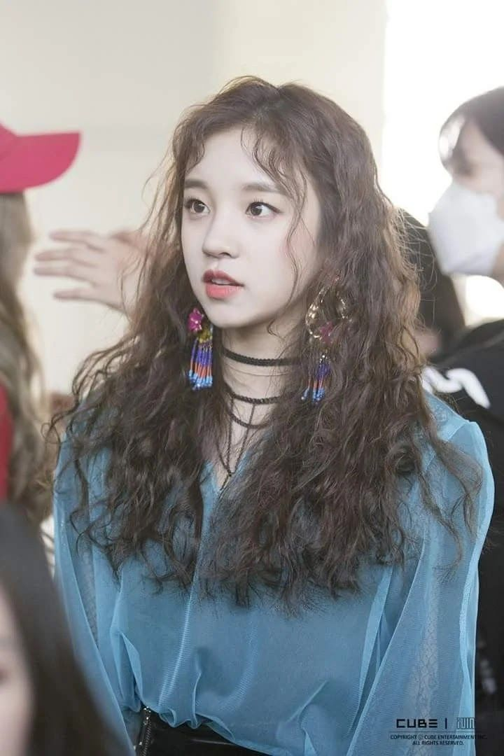 Here Are The 30 Most Popular Idols In Korea Right Now Hair Styles Curly Hair Styles Beautiful Curly Hair